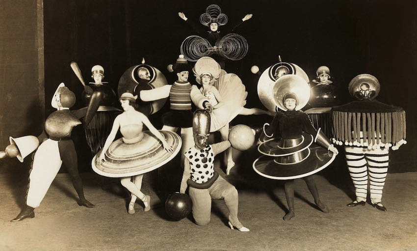 Oskar Schlemmer, Bauhaus teatre, Triadisches Ballett, 1923 | Article on ArtWizard